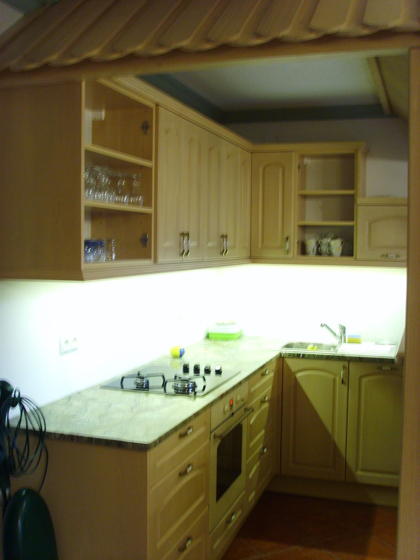 Izdelava in montaža kuhinj za prefinjeno funkcionalnost 32