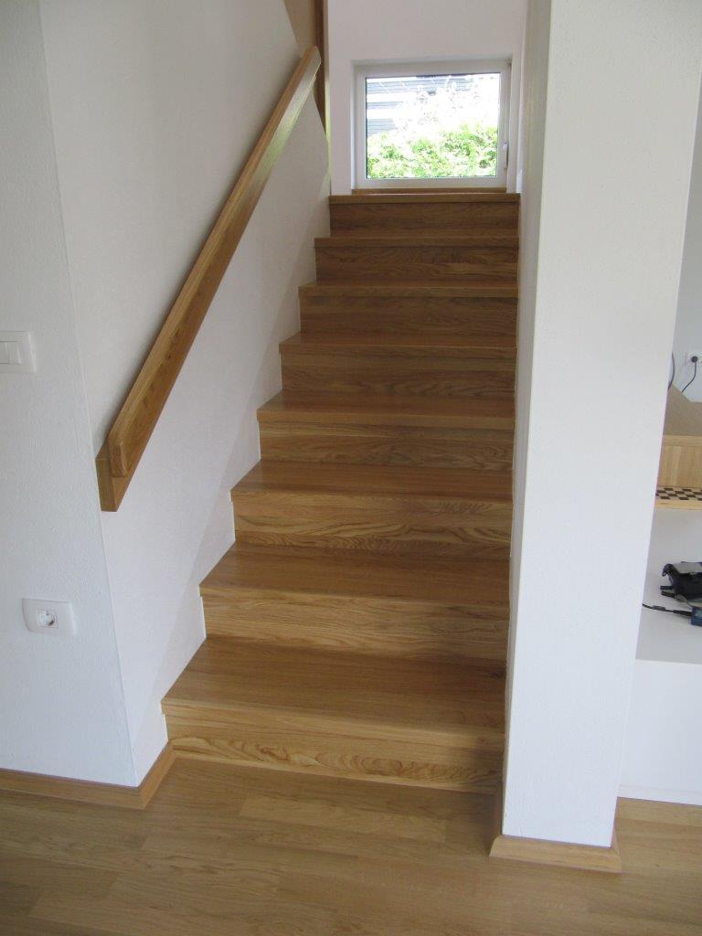 Izdelava lesenih stopnic.