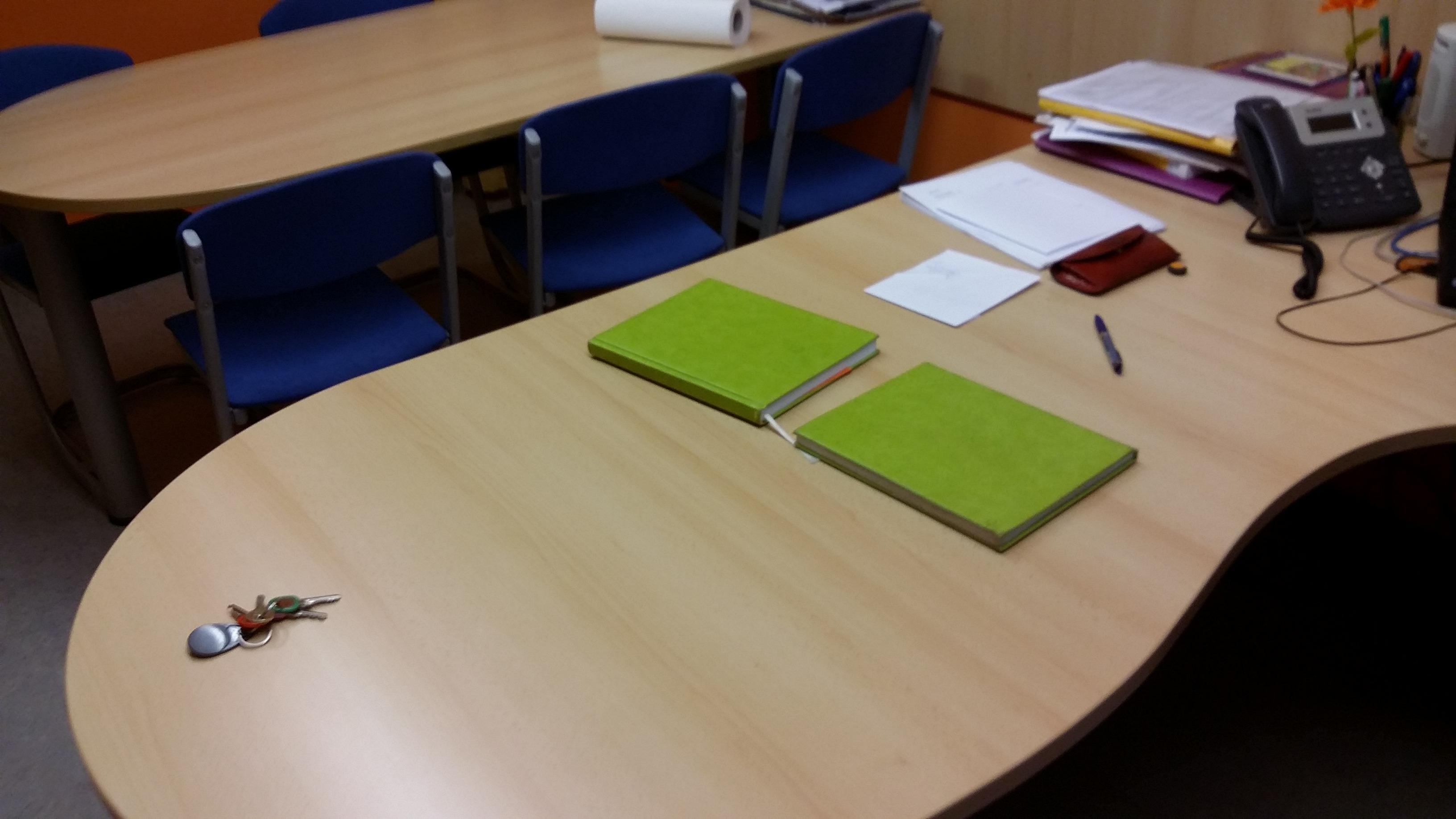 Primer izdelave pisalne mize.