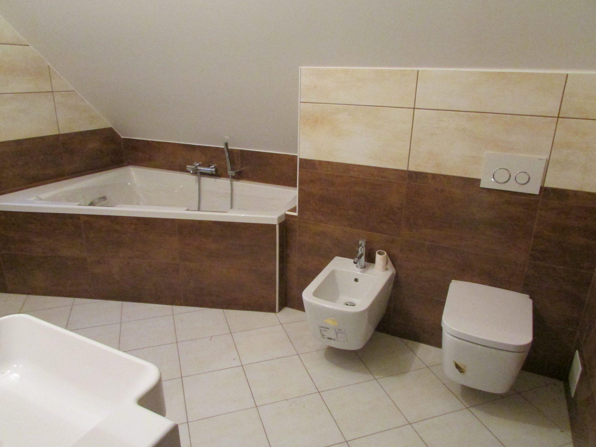 Polaganje ploščic v kopalnici 19
