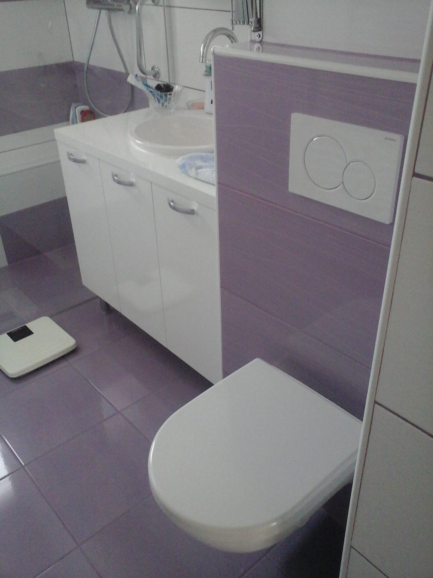 Polaganje ploščic v kopalnici 27
