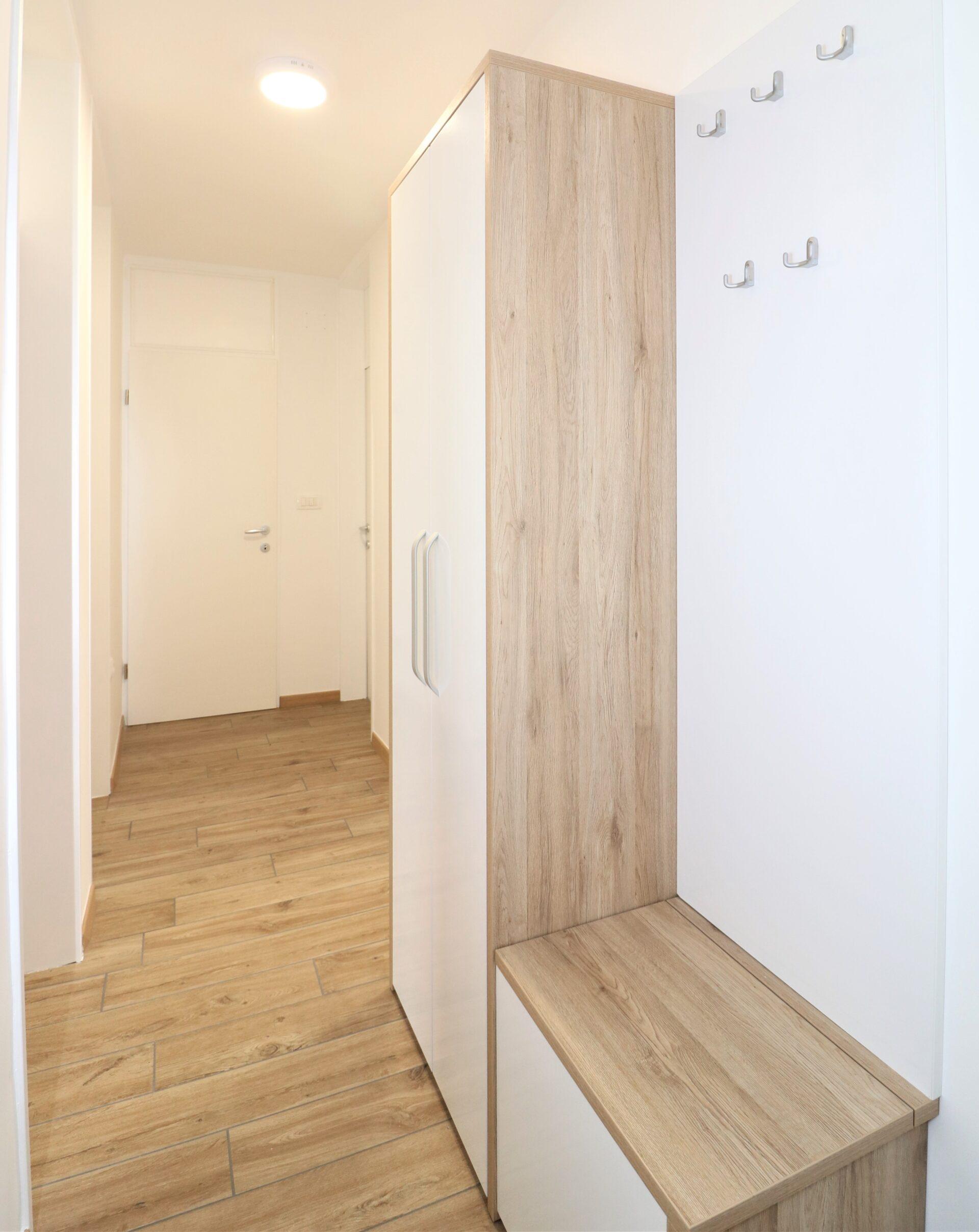Prenova doma hodnik 1