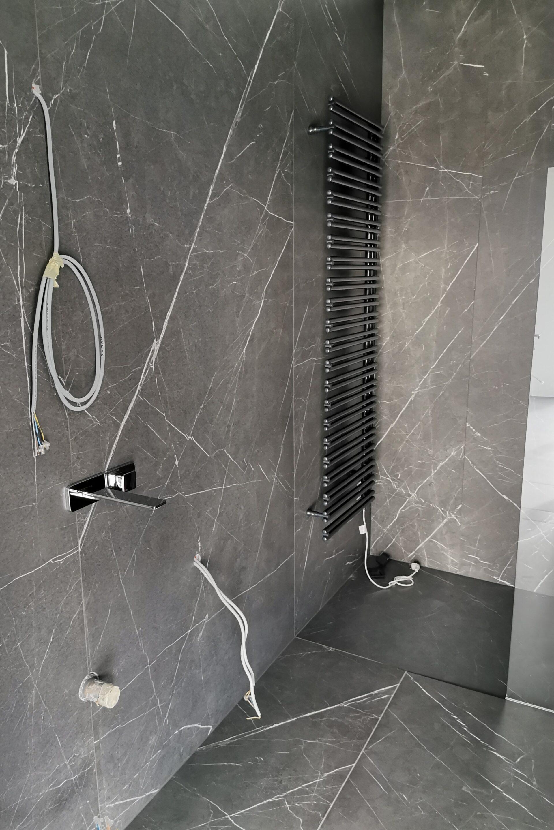 Polaganje keramike v kopalnici na stene in tla 12